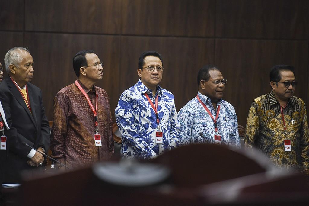 Permohonan itu diajukan oleh lima terpidana korupsi yaitu OC Kaligis, Barnabas Suebu, Irman Gusman, Suryadharma Ali dan Waryana Karno.