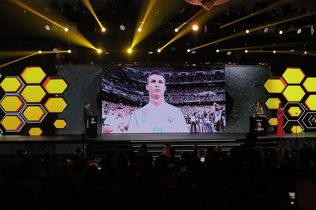 Cristiano Ronaldo Raih Globe Soccer Awards 2017