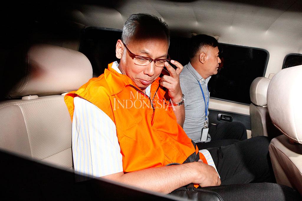 KPK Tahan Dokter Bimanesh Sutarjo