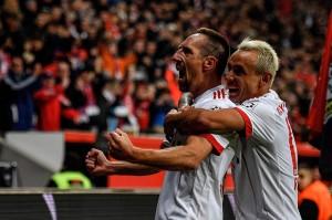 Franck Ribery menggandakan keunggulan Muenchen pada menit ke-60, mengecoh dua pemain dan melancarkan tembakan keras kaki kanannya untuk menaklukkan kiper Bernd Leno.