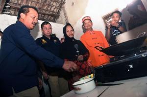 Menteri Energi dan Sumber Daya Mineral Ignasius Jonan mengatakan seluruhnya terdapat 10.101 sambungan rumah (SR) yang terhubung jaringan distribusi gas (jargas) untuk rumah tangga di Mojokerto yang meliputi 5.000 SR di Kecamatan Kauman, Mentikan, Prajurit Kulon, Surodinawan dan Miji, Kota Mojokerto, dan 5.101 SR di Kecamatan Ngoro, Kabupaten Mojokerto.