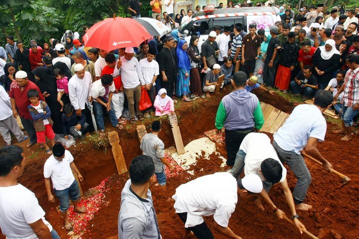 26 Jenazah Korban Kecelakaan Maut  Dimakamkan di TPU Ciputat
