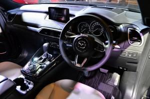 Membahas keselamatan, hampir seluruh fitur keamanan yang di miliki oleh Mazda berada di SUV satu ini.