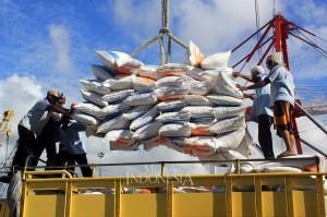 Sebanyak 10 ribu ton beras impor asal Vietnam tersebut tiba di Kupang sejak, Senin, 12 Februari 2018, siang.