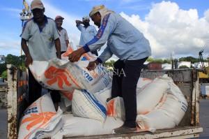 Sekretaris Perusahaan Perum Bulog, Siti Kuwati mengatakan, sebanyak 10 ribu ton beras impor yang tiba di Pelabuhan Tenau merupakan bagian dari impor 57 ribu ton tahap pertama. Seluruh beras impor di tahap pertama ini dipasok dari Vietnam.