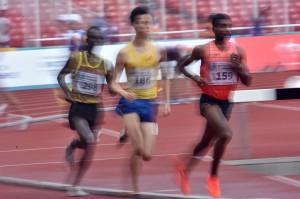 Lakshmanan Govindan menjadi yang tercepat dengan catatan waktu 13 menit dan 56,30 detik disusul Pelari Jepang Takanori Ichikawa (14 menit dan 19,10 detik), Pelari Sri Lanka Pushpalrumara (14 menit dan 34,86 detik) dan Wahyudi Putra (14 menit dan 59,24 detik). ANTARA/Prasetyo Utomo