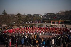 Sekitar 200 orang pemandu sorak Korea Utara di Olimpiade Musim Dingin di Pyeongchang, Korea Selatan menjadi sorotan.