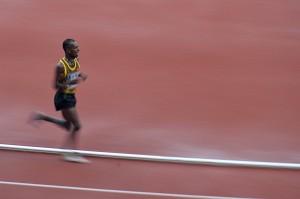 Pushpalrumara melompat saat bertanding di 3.000 meter halang rintang yang dihelat di Stadion Utama Gelora Bung Karno, Senayan, Jakarta. ANTARA/Widodo S Jusuf