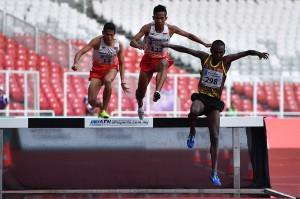 Pushpalrumara berhasil memenangi lomba atletik 3.000 meter halang rintang. ANTARA/Andika Wahyu