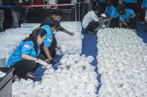 Tim gabungan BNN, TNI AL dan Bea Cukai berhasil mengamankan barang bukti berupa sabu seberat 1,37 ton, satu unit kapal ikan, empat buah telepon seluler, satu buah telepon satelit, dan satu tas berisi dokumen kapal.