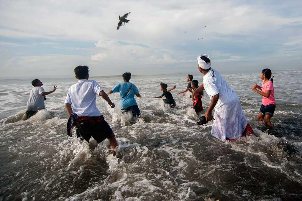 Umat Hindu Bali Gelar Ritual Melasti