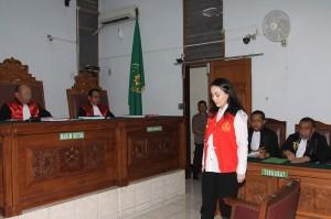 Terdakwa kasus dugaan penyalahgunaan Narkotika Jennifer Dunn menjalani sidang perdana dengan agenda pembacaan dakwaan oleh Jaksa Penuntut Umum di PN Jakarta Selatan.