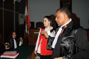 Jennifer Dunn ditangkap dikediamannya di kawasan Jakarta Selatan pada 31 Desember 2017. Penangkapan Jennifer sendiri merupakan pengembangan dari keberhasilan polisi meringkus FS, seorang pengedar narkotika jenis sabu.