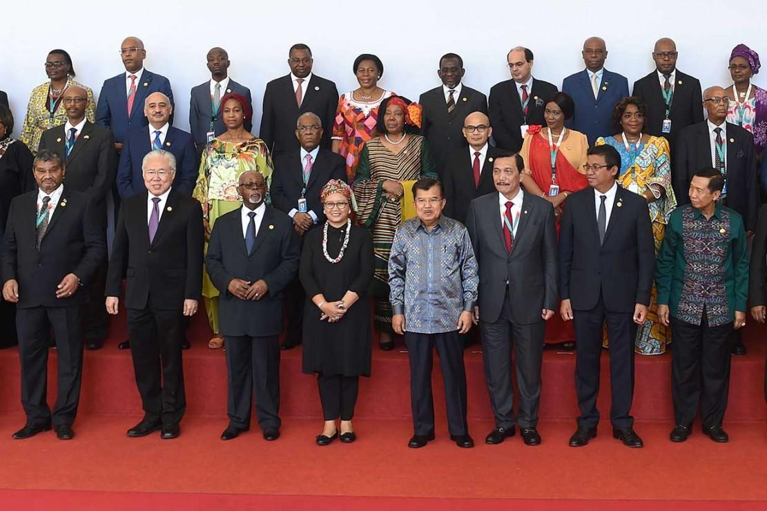 Selain itu, Indonesia dan Afrika juga sama-sama sedang melakukan pembangunan infrastruktur besar-besaran untuk meningkatkan perekonomian.