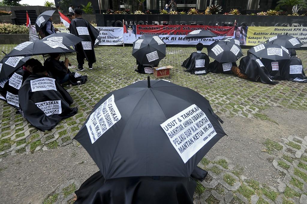 KPK Didesak Usut Tuntas Kasus Suap Akil Mochtar