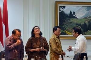 Dalam rapat terbatas ini turut hadir Menko Perekonomian Darmin Nasution, Menko Kemaritiman Luhut Binsar Pandjaitan, Menkeu Sri Mulyani Indrawati, dan Kepala Kantor Staf Presiden Moeldoko.
