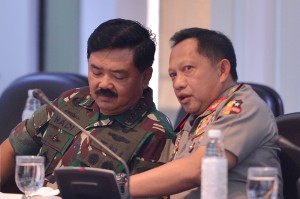 Ada pula Kapolri Jenderal Polisi Tito Karnavian dan Panglima TNI Marsekal Hadi Tjahjanto.