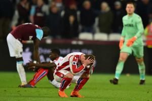 West Ham kini menduduki peringkat ke-14 klasemen sementara dengan 35 poin, unggul tujuh poin dari tiga zona terbawah. Sementara itu Stoke di urutan kedua terbawah dengan 28 poin.