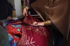 Saat diluncurkan pada 2006, Zarif--artinya berharga dalam bahasa Persia--menggunakan kapas tradisional dan sutra dari penenun artisan. Rumah ini mempekerjakan lebih dari dua lusin orang, umumnya perempuan, untuk menyesuaikan dan merancang kain menjadi pakaian bordir buatan tangan.