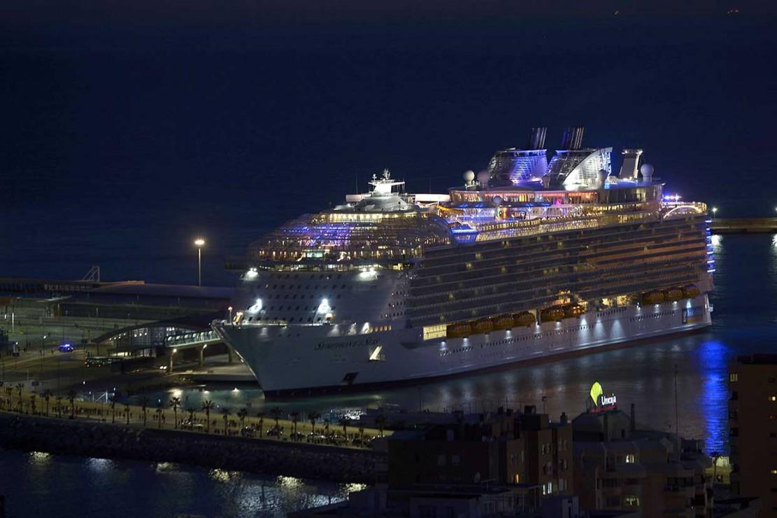 Kapal Pesiar Terbesar Dunia Berlayar ke Laut Lepas