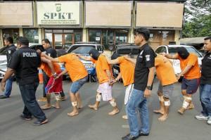 Kasat Reskrim Jakarta Barat AKBP Edy Suranta Sitepu menerangkan, pelaku yang ditangkap ada tujuh orang, sedangkan satu lagi masih buron.
