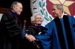 Barbara dan George HW Bush dikaruniai enam orang anak, termasuk Presiden ke-43 AS George W Bush dan juga mantan Gubernur Florida dan capres AS, Jeb Bush. AFP/Saul Loeb