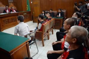 Terdakwa kasus penyelundupan sabu-sabu seberat satu ton menjalani sidang lanjutan dengan agenda pembacaan vonis di PN Jakarta Selatan, Jakarta.