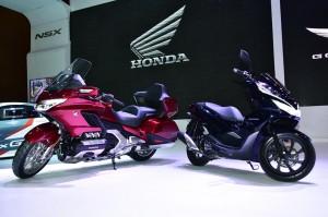 Gold Wing dan PCX Hybrid menyasar konsumen kelas atas.