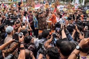 Pemprov Jabar menjadi satu-satunya Pemprov dengan kinerja tertinggi nasional selama tiga tahun berturut-turut yaitu pada 2014, 2015, dan 2016, dan berhak mendapatkan Parasamya Purnakarya Nugraha dari Presiden Republik Indonesia.