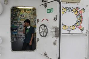Kapal Rainbow Warrior adalah kapal pertama yang didesain dan dibuat secara khusus untuk Greenpeace. Ia adalah salah satu kapal paling ramah lingkungan yang pernah ada di dunia, dan dirancang khusus untuk berfungsi sebagai kendaraan kampanye lingkungan. MI/PIUS ERLANGGA