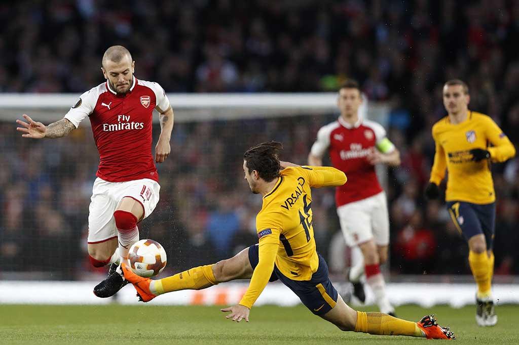 Dari awal laga pemain kedua kesebelasan menampilkan permainan tempo tinggi. Tidak jarang terjadi pelanggaran yang berbuah kartu kuning. bek Atletico Sime Vrsaljko diganjar kartu kuning setelah melanggar gelandang Arsenal Jack Wilshere.