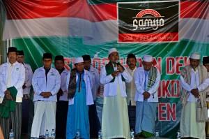 Sejumlah pimpinan ponpes dan para santri yang tergabung dalam kelompok Santri Militan Jokowi (Samijo) menghadiri acara deklarasi dukungan untuk Presiden Joko Widodo di Ponpes Al-Khaf, Kramatwatu, Serang, Banten.