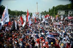 Ribuan massa buruh dari berbagai elemen serikat pekerja memadati kawasan Istana Merdeka, Medan Merdeka, Jakarta.