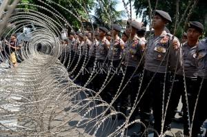 Sebanyak 20 ribu personel dikerahkan Polda Metro Jaya untuk mengamankan aksi tersebut.