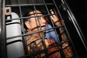 Dalam perkara korupsi KTP-el, Novanto divonis 15 tahun penjara ditambah denda Rp500 juta subsider tiga bulan kurungan, ditambah pembayaran uang pengganti USD7,3 juta (sekitar Rp65,7 miliar dengan kurs Rp9.000 per dolar AS saat itu) dikurangi Rp5 miliar yang sudah dikembalikan Novanto. MI/Ramdani
