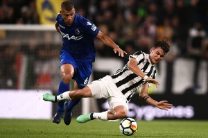 Di babak kedua, Juventus meningkatkan intesitas. Juventus menyamakan kedudukan di menit ke-51. Umpan silang Cuadrado mengenai kaki bek Bologna Sebastien De Maio dan masuk ke gawangnya sendiri.