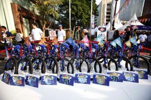 Para peserta dapat mengikuti Fun Run SK berhadiah total senilai Rp 60 juta. Selain itu bagi para peserta Fun Run mendapatkan kesempatan memperebutkan puuhan doorprize menarik.