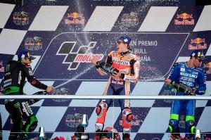 Pembalap Repsol Honda Marc Marquez (tengah) melakukan selebrasi bersama pembalap Monster Yamaha Tech 3's Johann Zarco (kiri) dan pembalap Suzuki Ecstar's Andrea Iannone usai memastikan diri menjadi juara Moto-GP Spanyol, di Jerez de la Frontela, Minggu, 6 Mei 2018.