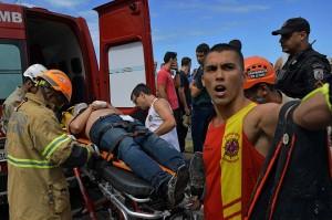 Sedikitnya satu orang tewas dan tiga lainnya luka-luka akibat kecelakaan tersebut.