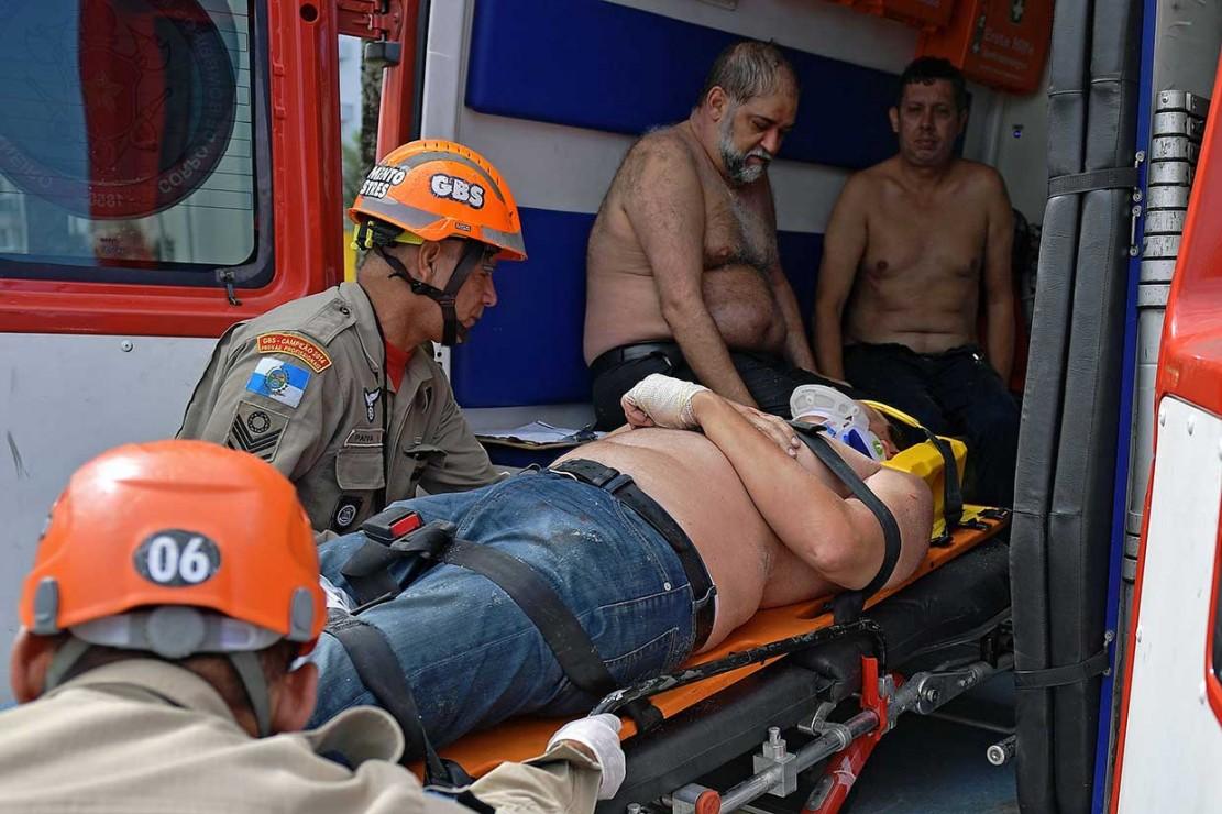 Helikopter jatuh saat dalam penerbangan dari Rio de Janeiro ke kota wisata Cabo Frio sekitar 95 mil (150 km) jauhnya.