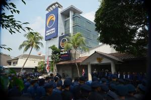 Pada apel tersebut dikibarkan bendera Merah Putih setengah tiang sebagai simbol duka terkait pengeboman di beberapa titik di Surabaya dan Sidoarjo.