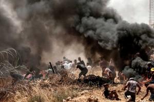 Kementerian Kesehatan Jalur Gaza melaporkan bahwa puluhan orang tersebut merupakan bagian dari demonstran yang menggelar protes besar-besaran di lima titik di sepanjang perbatasan Israel dan Palestina tersebut.