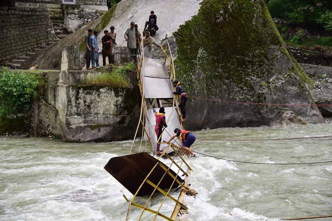 Jembatan di Lokasi Wisata Ambruk, 5 Orang Tewas