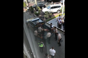 Dua pelaku dilumpuhkan petugas dengan ditembak ke arah pengemudi mobil. Foto: Istimewa