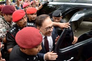 Pemimpin oposisi Malaysia yang dipenjara, Anwar Ibrahim telah bebas setelah mendapatkan pengampunan penuh dari kerajaan. AFP/Roslan Rahman