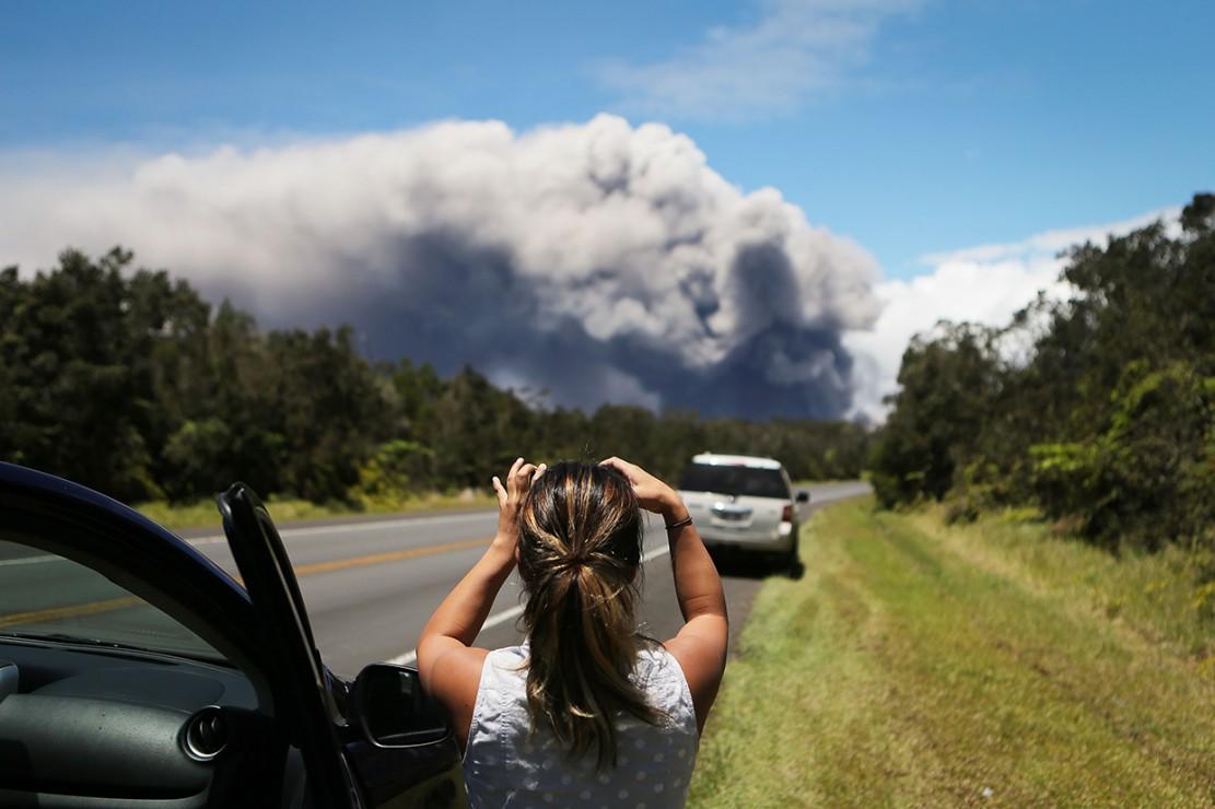 Survei Geologi AS mengatakan penurunan danau lava baru-baru ini di kawah Halemaumau gunung api 'telah meningkatkan potensi letusan eksplosif' di gunung berapi.