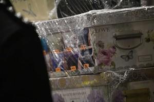 Amar Singh menyatakan bahwa polisi Malaysia menemukan uang tunai  RM144 juta (sekitar Rp404 miliar) dari 35 tas saat penggeledahan di kondominium Pavilion Residences di Jalan Raja Chulan Kuala Lumpur milik mantan PM Najib Razak pada Jumat, 18 Mei 2018. Uang yang ditemukan dari 26 jenis mata uang dengan jumlah yang berbeda.