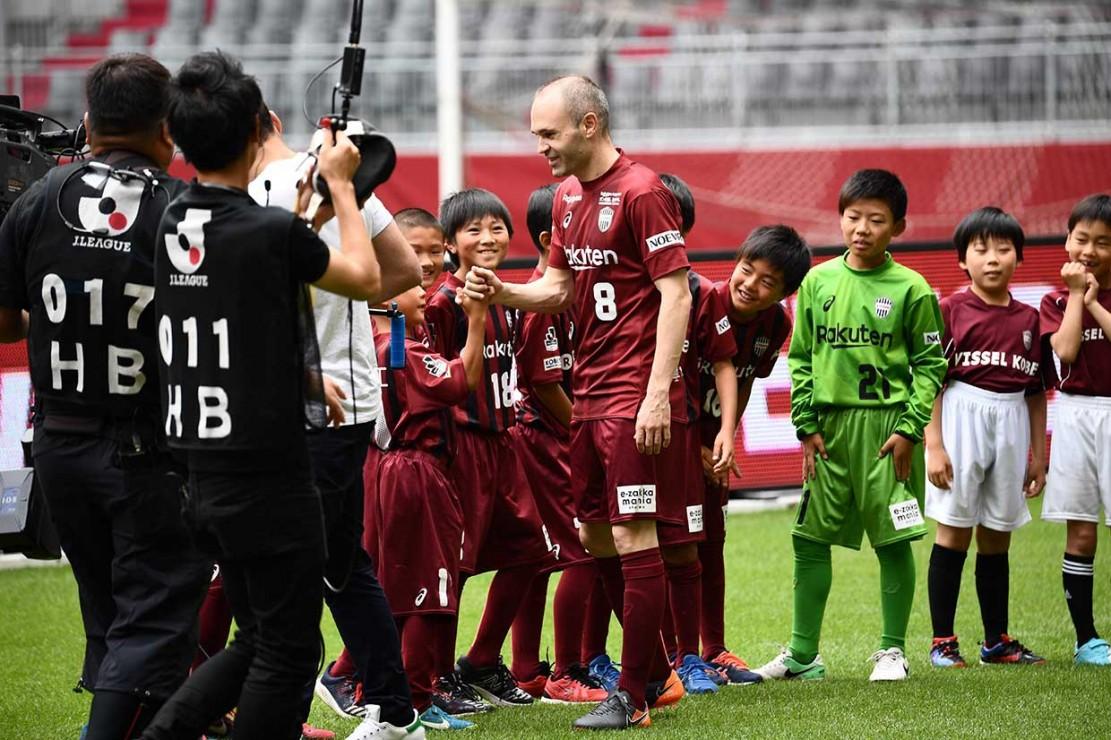 Iniesta Diperkenalkan di Depan Publik Vissel Kobe