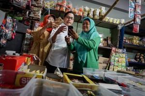Pembiayaan UMi adalah program bantuan pembiayaan yang dianggarkan pemerintah untuk pelaku usaha kecil seperti penjual ayam, tukang jahit, dan pelaku usaha lainnya dengan maksimal pinjaman Rp10 juta per usaha.
