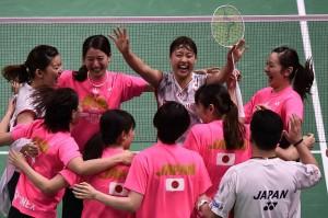 Para pemain Jepang meluapkan kegembiraan mereka usai menundukkan Thailand 3-0 di final kejuaraan bulutangkis beregu putri Piala Uber 2018, di Bangkok, Sabtu, 26 Mei 2018.